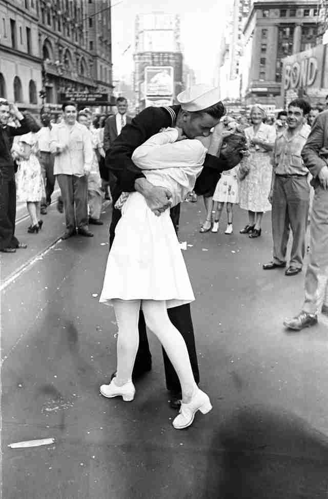 The Kiss Times Square Greta Friedman Mendonsa
