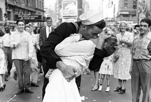 The kiss times square greta friedman