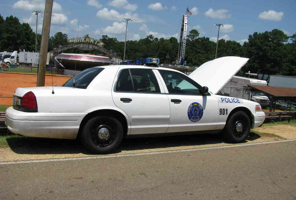 Used Cop Cars For Sale >> How To Buy Used Police Cars Tips Tricks For Cop Auctions Thrillist