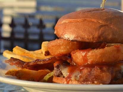 LA Cafe burger