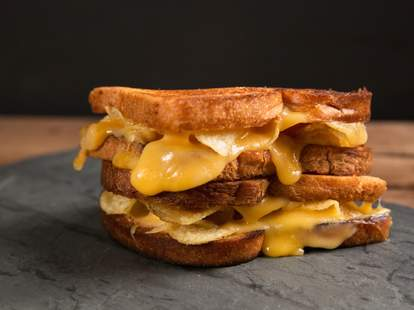 Grilled cheese with chips