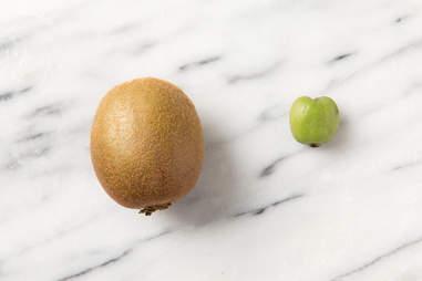 kiwiberry next to kiwi