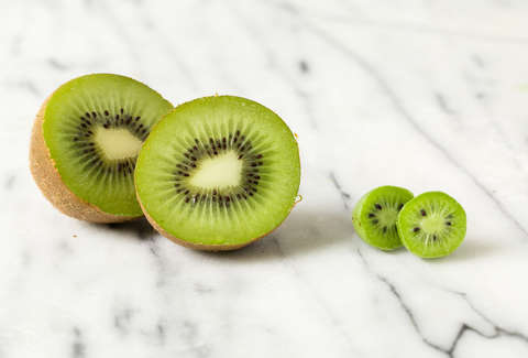 kiwi berry with big kiwi