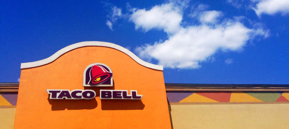 What Time Does Taco Bell Start Serving Lunch?