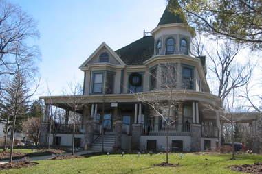 groundhog day house