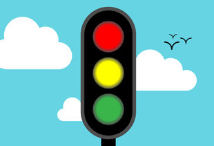 The Reason Traffic Lights Are Red, Yellow, and Green