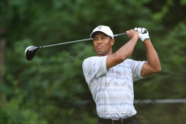 tiger woods swinging golf club