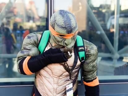 ninja turtle smoking comic con nyc 2016 cosplayer