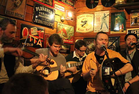 The Best Irish Drinking Songs That Everyone Should Know