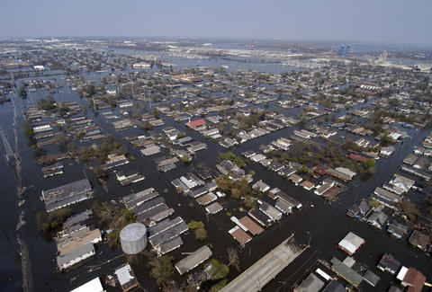aerial photo of katrina flooding in new orleans