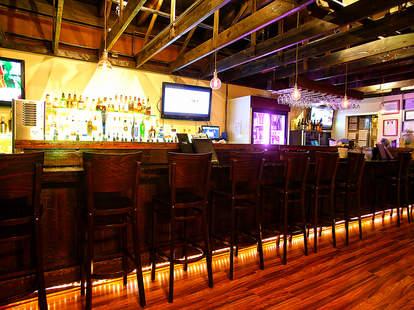 Genius Lounge Waikiki Hawaii sake bar