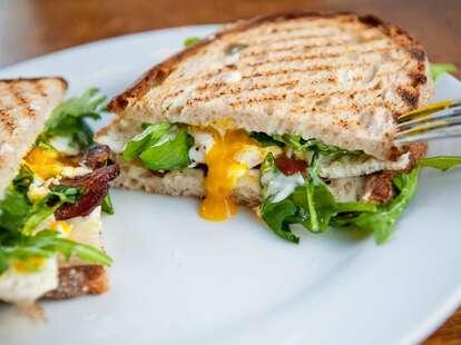 huckleberry egg sandwich