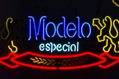 Modelo Beer Sign