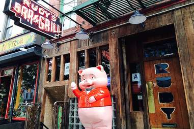 pig statue in front of Rudy's Bar and Grill