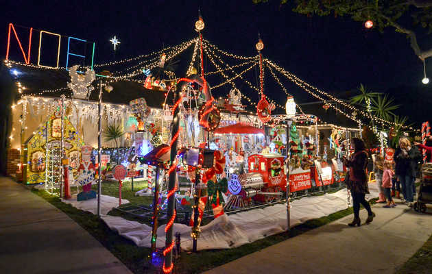 The 9 Most Absurd DIY Holiday Light Displays in LA