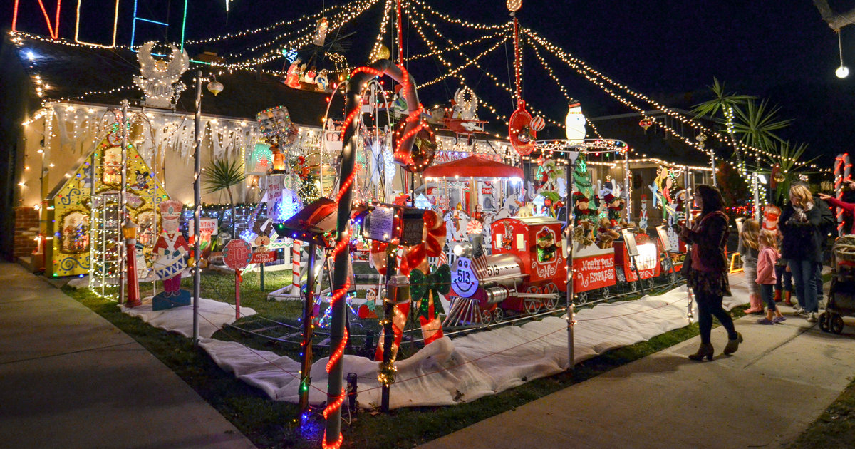 Best Outdoor Christmas Light Displays To See In Los
