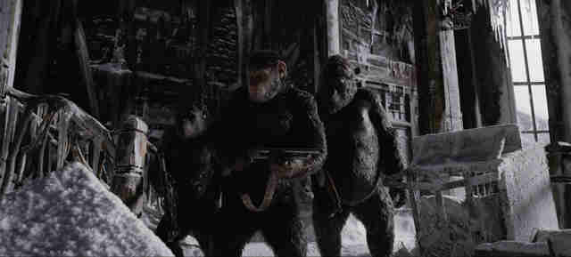 war of the planet of the apes caesar with guns