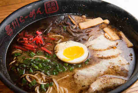 best ramen restaurants in america ramen noodles places near me thrillist. Black Bedroom Furniture Sets. Home Design Ideas