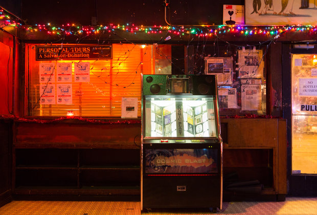 The Long, Twisted History of Earnestine & Hazel's, America's Greatest Burger Dive Bar