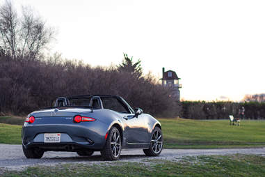 Mazda MX-5 Miata in cold weather