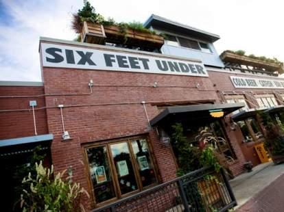 Six Feet Under Pub & Fish House Grant Park ATL