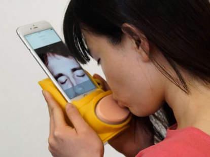 woman using kissenger device