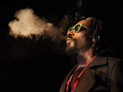 snoop dogg smoking weed in concert