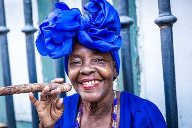 Cuban wan smoking