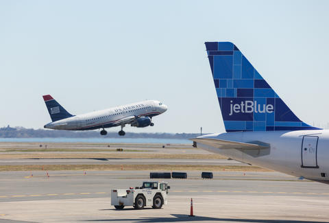 jetblue planes at logan airport