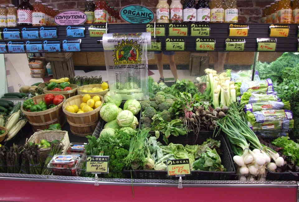 How to Save Money on Groceries: USDA Food Plans Curb