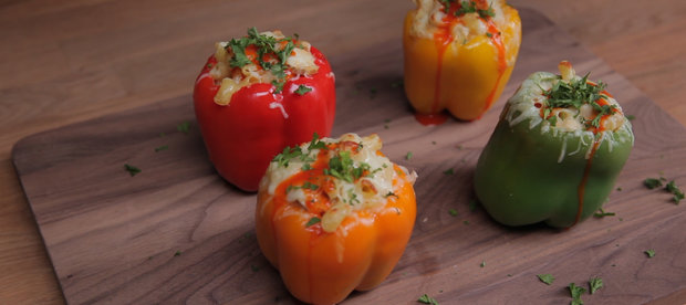 Mac & Cheese With Bell Pepper Bowls, Because Dishes Are the Worst