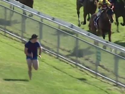 guy joins horse race