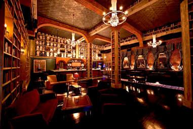 Ernest Hemingway Lounge, Hemingway themed bar
