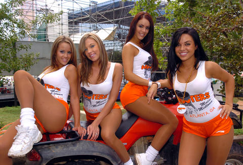 Hooters Giving Free Wings On Valentine S Day In Shred Your
