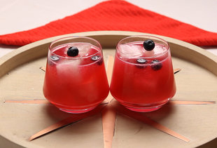 This Blueberry and Rum Cocktails Stars Lemonade Ice Cubes