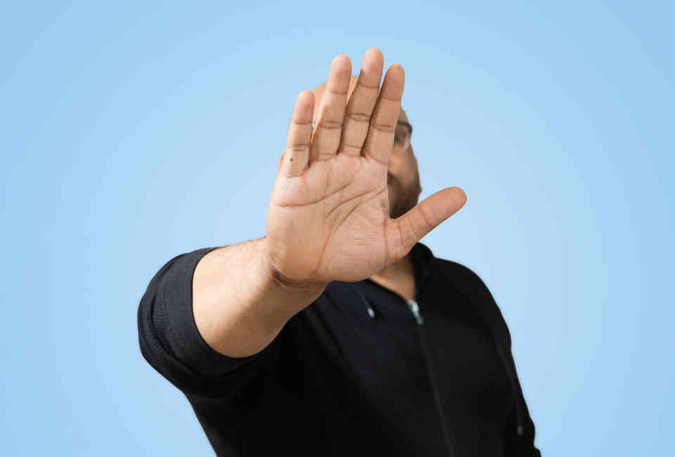 Reading Body Language: What Hand Signals & Gestures Mean in