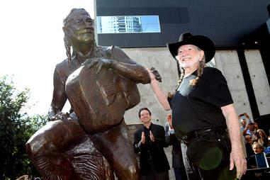 Willie Nelson statue