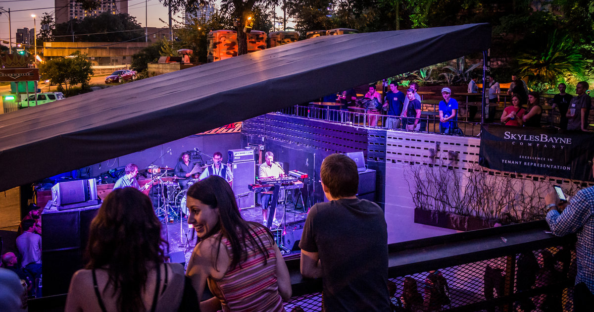 Restaurants With Live Music Near Portland Or
