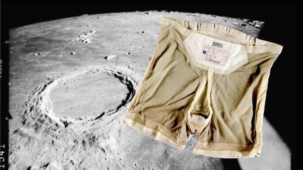 woman astronaut in diaper - 980×551