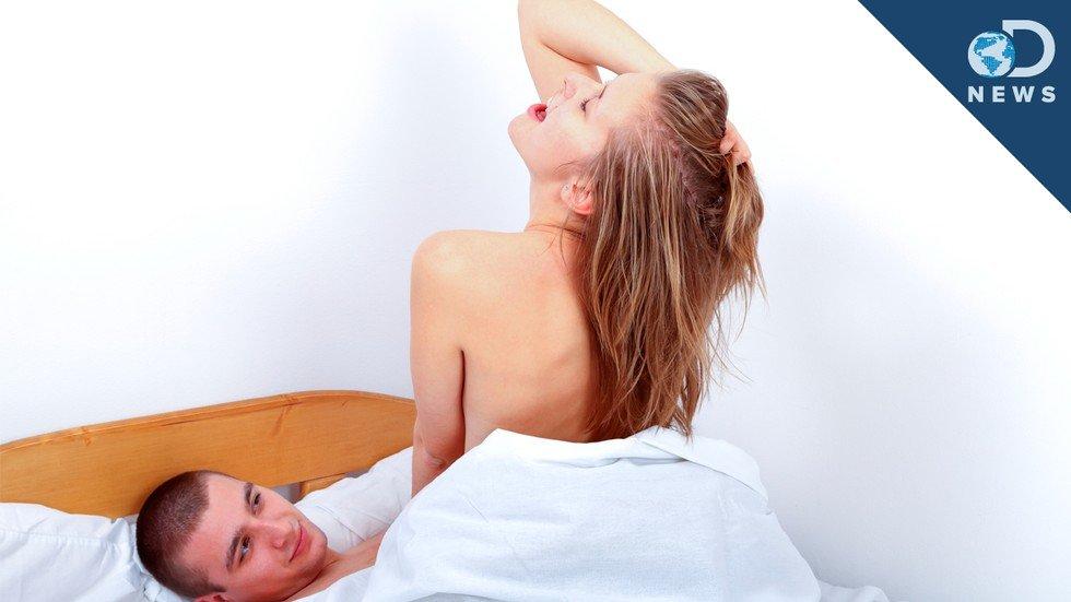 porno-video-seks-kogda-paren-sverhu-na-devushke-moloduyu-cherlidershu