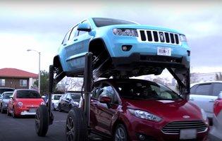 jeep grand cherokee transforms in verizon 39 s hum rider stunt video thrillist. Black Bedroom Furniture Sets. Home Design Ideas