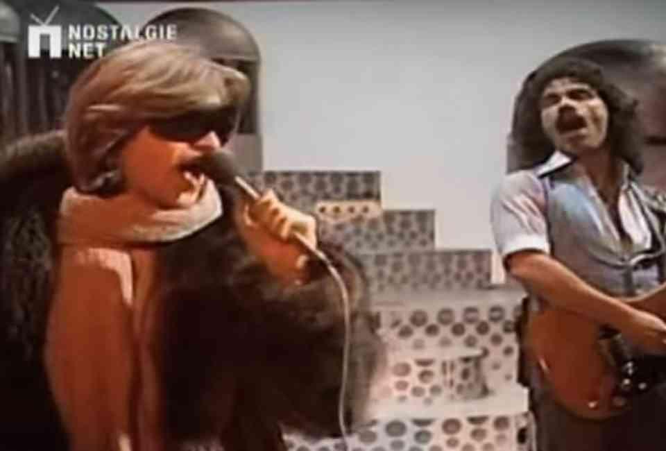 Best Karaoke Songs: 25 Easy Karaoke Songs Anyone Can Sing