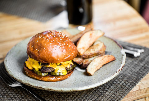 the best burgers in charleston