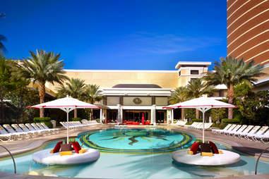 encore resort pool