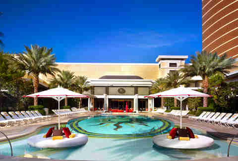 encore resort pool