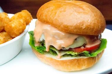 tipsy pig burger