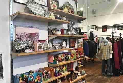 Best thrift shops in nyc which vintage stores are right for Housing works thrift shop auctions