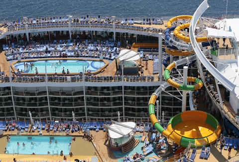 where to hook up on a cruise ship