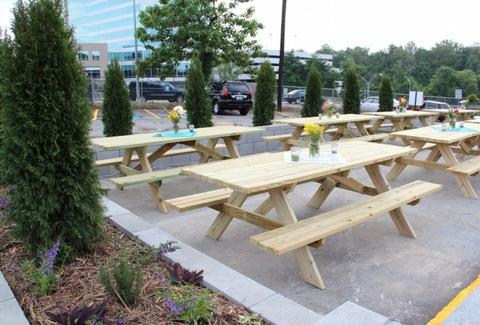 Atlanta Food Truck Park A Atlanta GA Restaurant - Picnic table atlanta