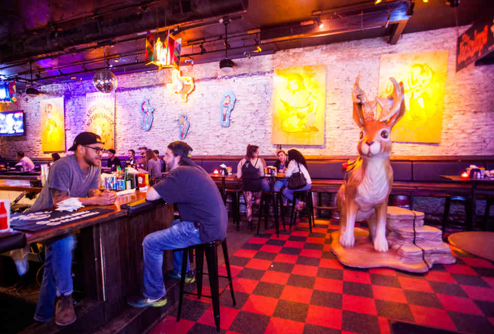 Best 6th Street Austin Bars, Ranked From Best to Worst